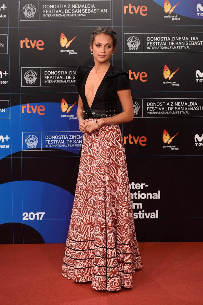 Alicia Vikander ngực nhỏ nhưng luôn quyến rũ trên thảm đỏ