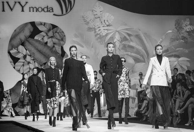Các người mẫu sẽ tham gia casting cho show diễn xuân hè của IVY moda.