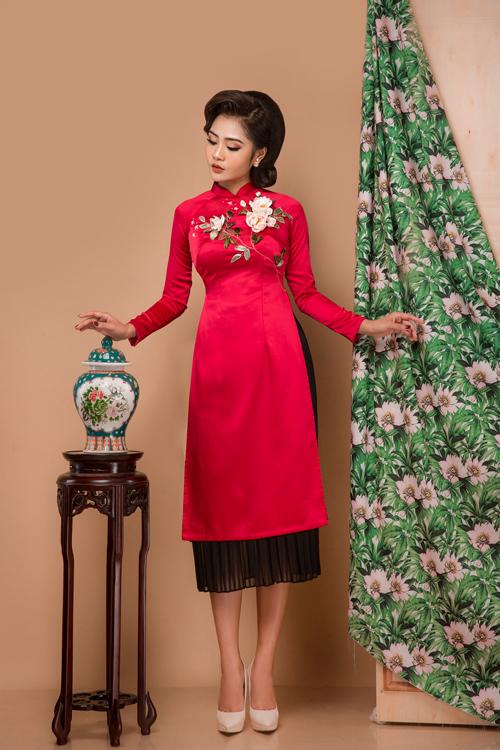 Áo chiết eo từ chân ngực xuống cũng là một chi tiết tôn dáng cho cô dâu không có lợi thế chiều cao.