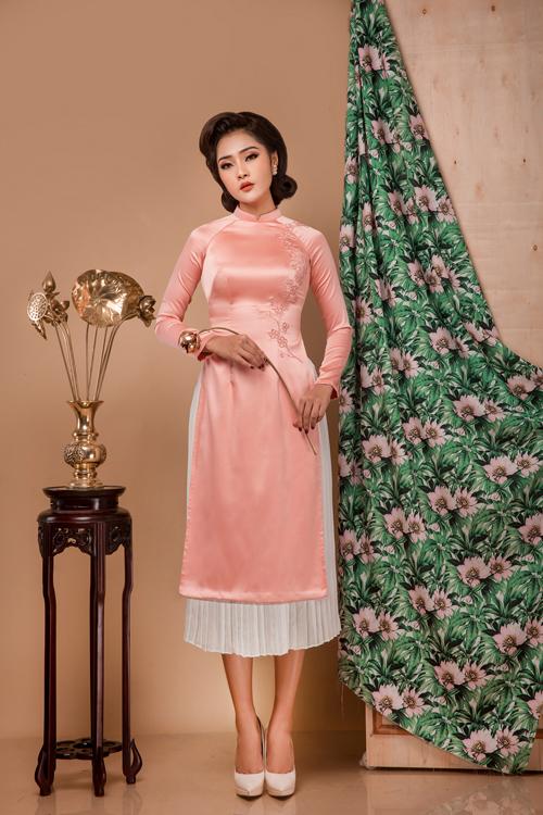 Bộ ảnh do chuyên gia trang điểm Bul Nguyễn, người mẫu Kim Ngân, photo Viết Sơn và áo dài Quyên Nguyễn hỗ trợ thực hiện.