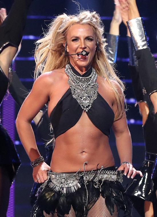 Kevin đề nghị tăng tiền trợ cấp nuôi con sau khi Britney kết thúc tour diễn 4 năm thành công ở Las Vegas.
