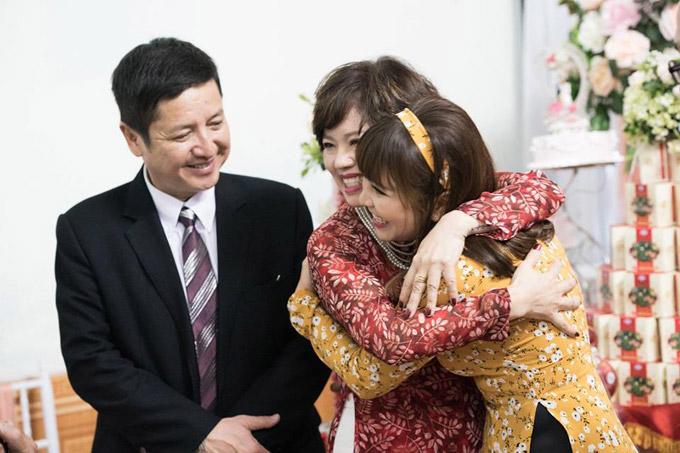 Con dâu của vợ chồng Chí Trung tên Đặng Thảo, quê ở Hải Phòng. Cô đang làm kế toán cho một công ty lớn tại Hà Nội.
