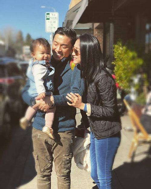 Yến Phương - bà xã Lam Trường - chia sẻ khoảnh khắc hạnh phúc của gia đình nhỏ. Cô viết: Vẫn nhẹ nhàng bình yên như mây trôi.