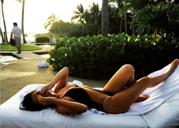 Selena thoải mái khoe cơ thể mỡ màng đáp trả ý kiến dư luận vào năm 2015.