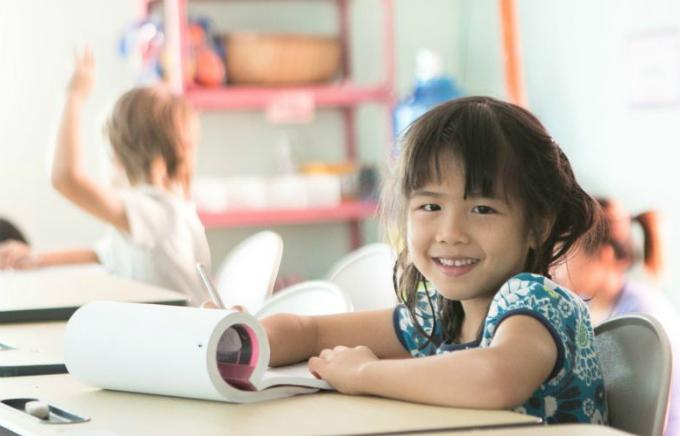 Trong những năm tháng đầu đời, việc xây dựng cho trẻ tình yêu đối với học hành quan trọng hơn việc trẻ học được bao nhiêu ở trường. Ảnh minh họa: Thegivingtree.