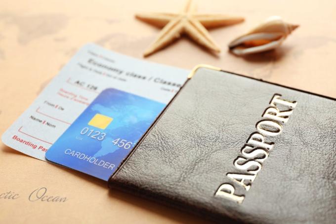 Săn vé giá rẻ để tiết kiệm chi phí cho chuyến du lịch nước ngoài tự túc.