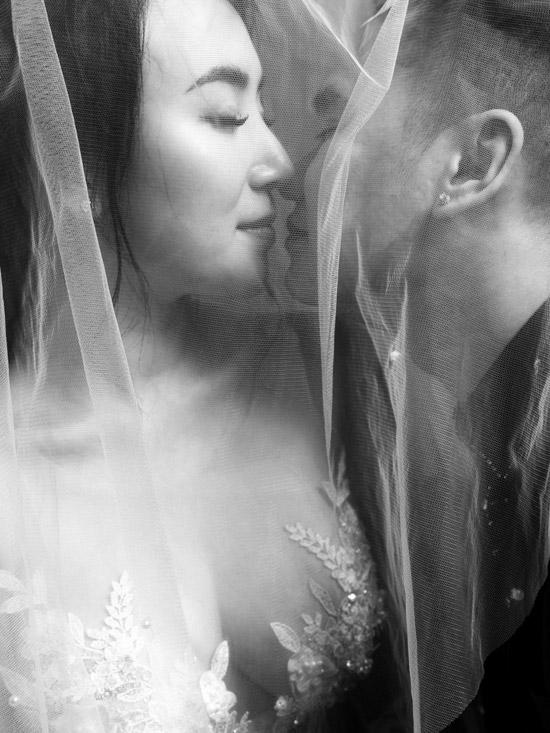 Vợ chồng Khắc Việt khoe ảnh cưới trước ngày về chung nhà - 2