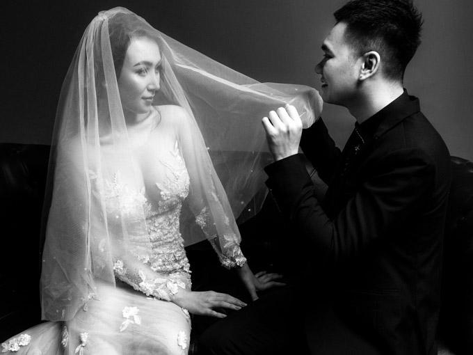 Vợ chồng Khắc Việt khoe ảnh cưới trước ngày về chung nhà - 1