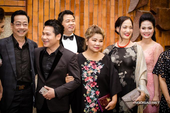 Từ trái sang: NSND Hoàng Dũng, ca sĩ Trọng Tấn, Đăng Dương, NSND Thanh Hoa, NSND Lê Khanh, Sao Mai Lương Nguyệt Anh.