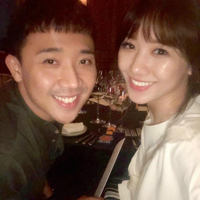 Trấn Thành xài ké nick Instagram của vợ để đăng tấm hình hai người đi ăn nhà hàng đầy tình tứ.