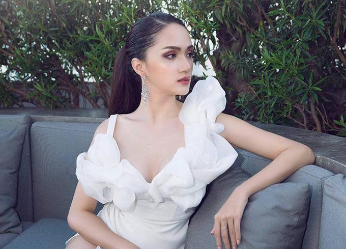 Hương Giang Idol tiếp tục chuỗi này đi sự kiện tại Thái Lan sau khi đăng quang. Dưới bàn tay phù thuỳ make up, người đẹp ngày càng hút hồn, quyến rũ.