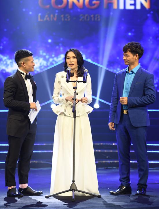 Không nằm ngoài dự đoán của nhiều người, trong lễ trao giải Cống hiến 2018, diễn ra vào tối 22/3, Mỹ Tâm đã được xướng tên liên tiếp ở hai giải thưởng quan trọng Ca sĩ của năm và Album của năm, dành cho sản phẩmTâm 9. Album của Mỹ Tâm đã tạo nên cơn sốt cho người yêu nhạc khi bán hết 20.000 đĩa trong đợt đầu tiên phát hành. Sản phẩm cũng giành vị trí 10 trong hạng mục World Albums của bảng xếp hạng Billboard trong tuần từ ngày 20 đến 27/1. Mỹ Tâm là nghệ sĩ Việt Nam đầu tiên có tên trong danh sách này.