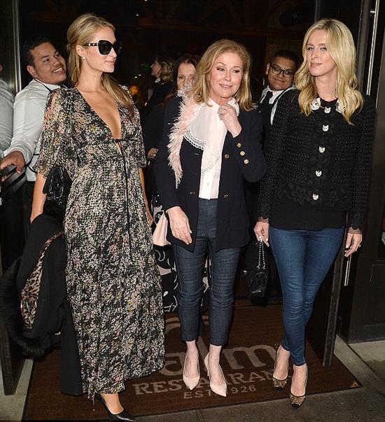 Paris đã có tâm trạng rất vui sau bữa tiệc sinh nhật của mẹ, bà Kathy Hilton.