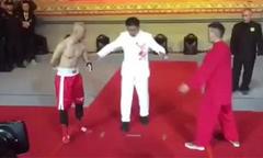 Võ sĩ boxing chỉ dùng một tay đánh thắng sư phụ của Đinh Hạo