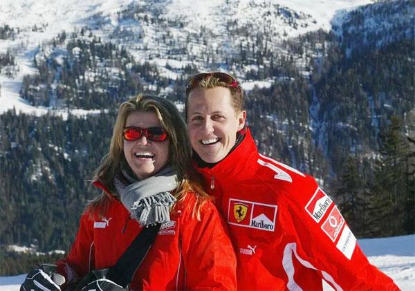 Schumacher và bà xã Corina trong một kỳ nghỉ trước khi tai nạn xảy ra.