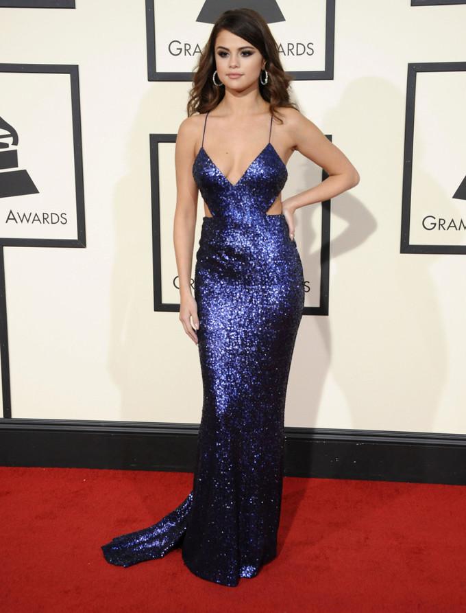 Những bộ cánh sexy của Selena Gomez