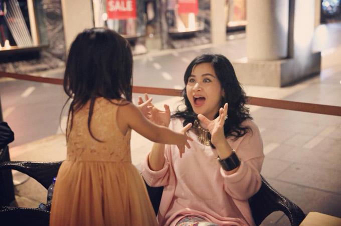 Diva Thanh Lam quấn quýt bên cháu ngoại ở Australia - 4