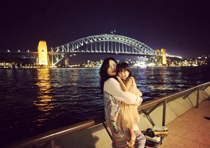 Diva Thanh Lam quấn quýt bên cháu ngoại ở Australia - 6