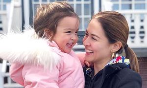 Con gái 'mỹ nhân đẹp nhất Philippines' xinh tươi trên đường phố Amsterdam