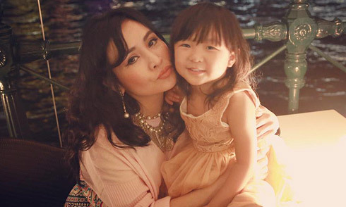 Diva Thanh Lam quấn quýt bên cháu ngoại ở Australia