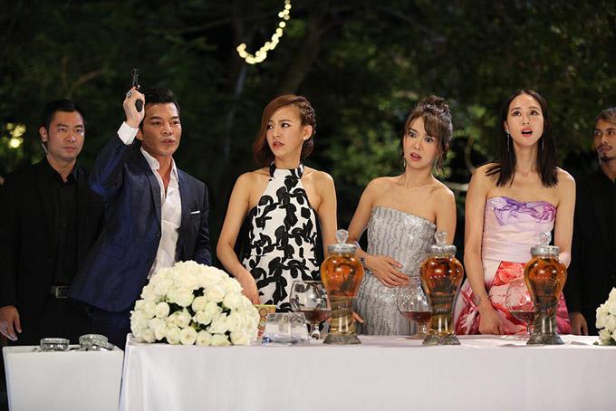 Trần Bảo Sơn mất nửa ngày quay cảnh gần gũi mỹ nhân TVB