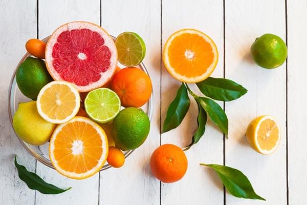 các loại quả họ cam quýt này còn chứa limonene, giúp giảm tới 34% nguy cơ ung thư da và các chất chống oxy hóa giúp bảo vệ tế bào khỏi những tổn thương cơ bản gây ra do cháy nắng.