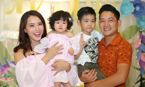 Vợ chồng Hải Băng – Thành Đạt làm tiệc thôi nôi cho con gái