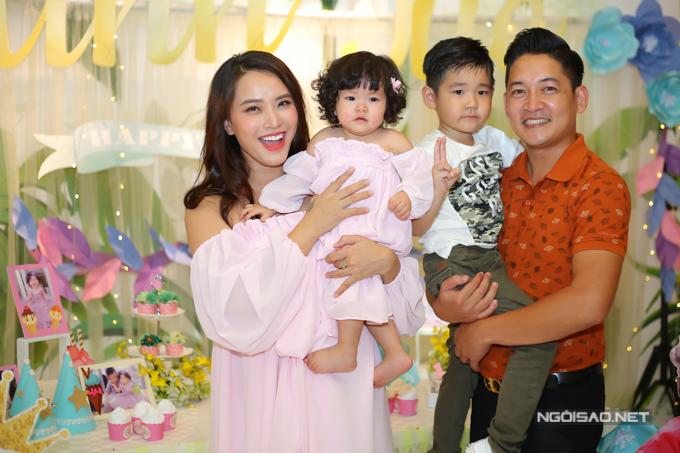 Vợ chồng Hải Băng - Thành Đạt làm tiệc thôi nôi cho con gái - 1