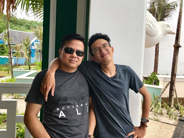 Anh Tam Khoa và con trai.