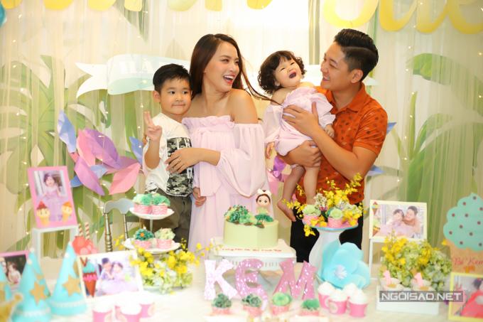 Vợ chồng Hải Băng - Thành Đạt làm tiệc thôi nôi cho con gái - 2