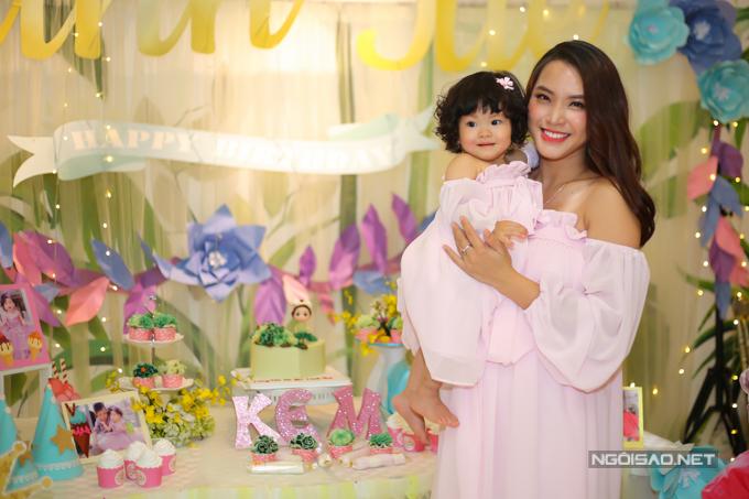 Vợ chồng Hải Băng - Thành Đạt làm tiệc thôi nôi cho con gái - 3