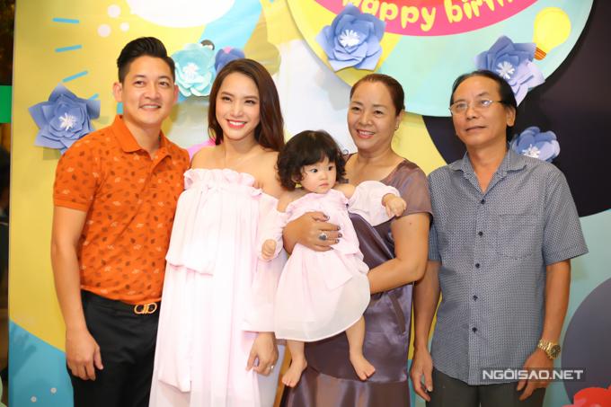 Vợ chồng Hải Băng - Thành Đạt làm tiệc thôi nôi cho con gái - 7