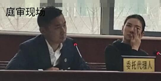 Huỳnh Dịch không ngừng rơi nước mắt khi được thẩm vấn tại tòa án.
