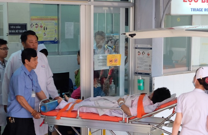 Một nạn nhân tại Nhi Đồng 1 đang được hỗ trợ hô hấp.
