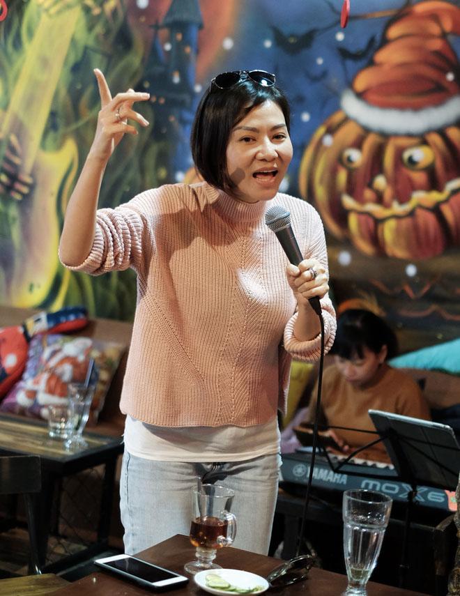 Tham dự buổi tổng duyệt liveshow mới đây, Thu Minh xuất hiện với khuôn mặt được cho là không đụng chạm phấn son.