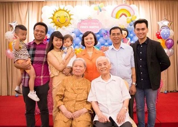 Gia đình là điểm tựa cho chàng ca sĩ trẻ mỗi khi mệt mỏi.