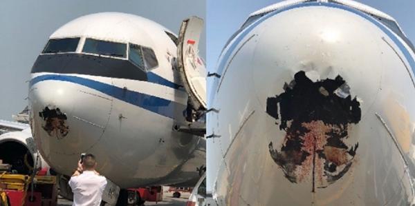 Chiếc máy bay bị lỗ thủng lớn ở phần mũi. Ảnh: Shanghaiist
