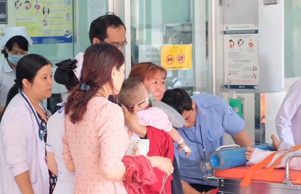Gia đình 5 người nguy kịch sau trận cháy chung cư ở TP HCM