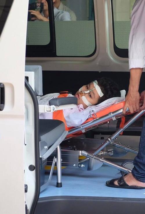 Gia đình 5 người nguy kịch sau trận cháy chung cư ở TP HCM - 1