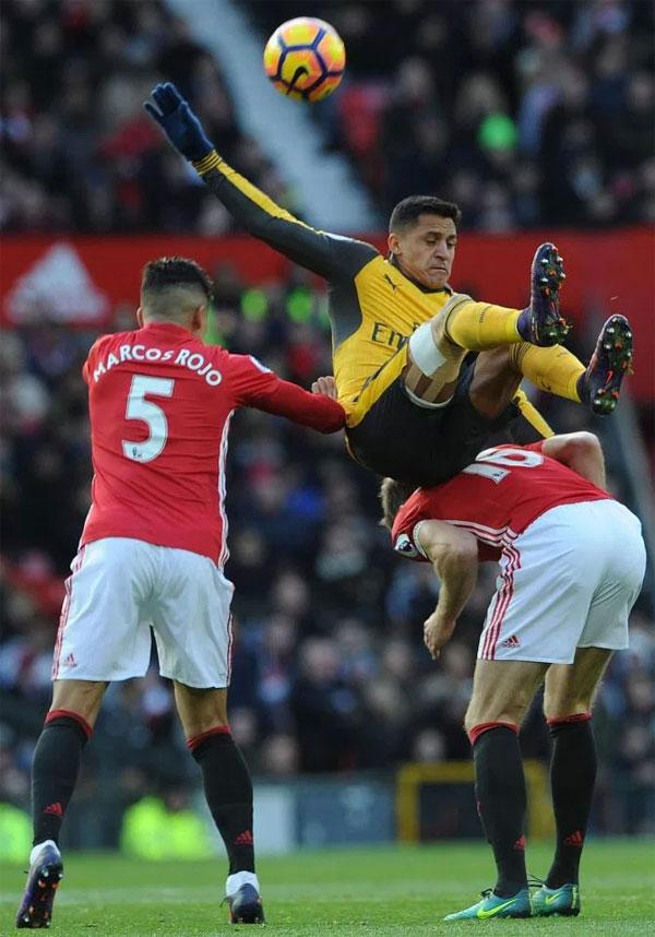 Rojo văng tục khi được Mourinho thông báo Alexis Sanchez tới MU - 1