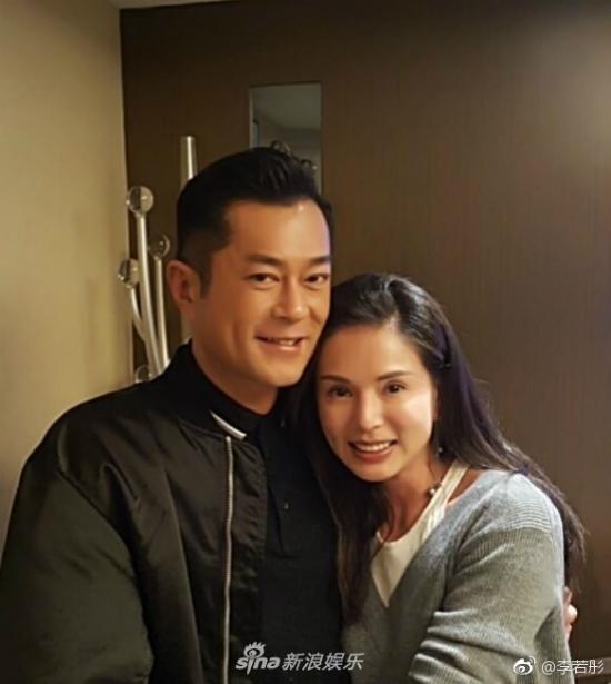 Ngày 22/3, Lý Nhược Đồng đăng tải hình ảnhcô và Cổ Thiên Thạc chụp cùng nhau tại một bữa tiệc trên Weibo cá nhân.