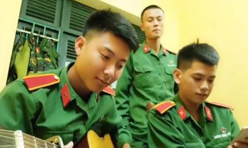 Ba anh bộ đội chơi guitar cover bài hát 'Cô gái m52'