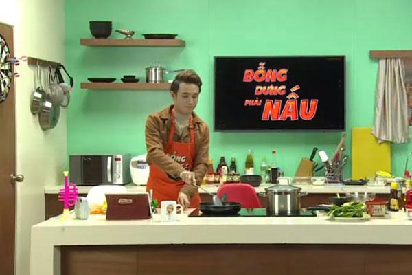 Suốt quá trình nấu, Huỳnh Lập tỏ ra là một đầu bếp chuyên nghiệp. MC Nicky liên tục dành lời khen cho nam diễn viên và cho biết: Chưa chương trình nào mà em thấy nhàn thế này, khách mời làm hết, em chỉ việc ăn.