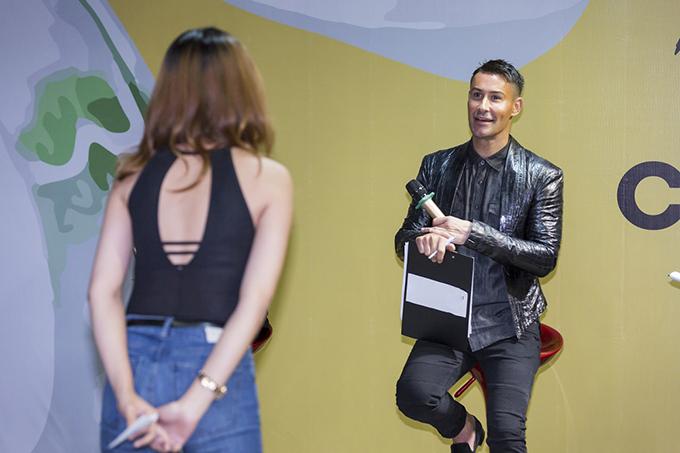 Adam luôn gây ấn tượng bằng phong cách làm việc chuyên nghiệp. Đây là dịp các thí sinh Việt Nam được gặp gỡ vị giám khảo từng đồng hành và để lại ấn tượng qua hai mùa giải Vietnams Next Top Model.