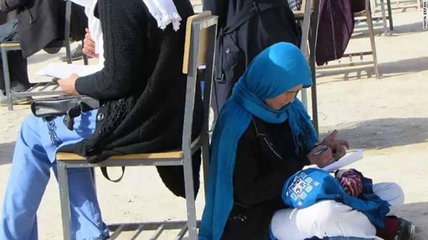 Nghị lực của người mẹAfghanistan khiến hàng triệu người xúc động.