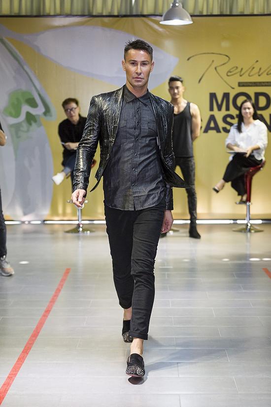 Ngày 23/3, chuyên gia đào tạo catwalk hàng đầu thế giới  Adam Williamsđã xuất hiện tại buổi tuyển chọn người mẫu cho fashion show của một thương hiệu thời trang nổi tiếng trong nước.