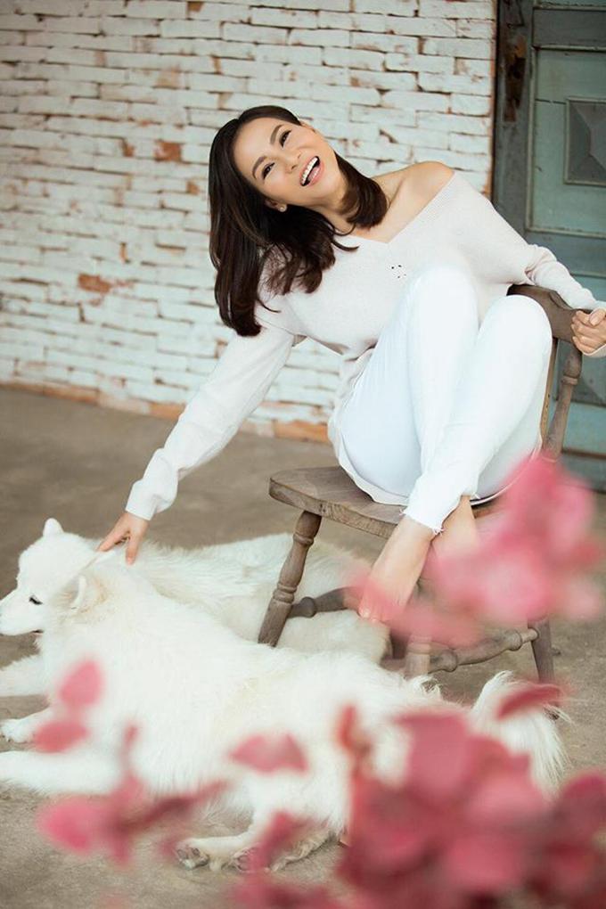 Làm đẹp là cách Thu Minh giữ lửa hôn nhân, nhưng ngược lại, cuộc sống gia đình hạnh phúc và ngập tràn niềm vui trở thành nguồn năng lượng giúp nữ hoàng nhạc dance ngày càng tươi trẻ, rạng rỡ.