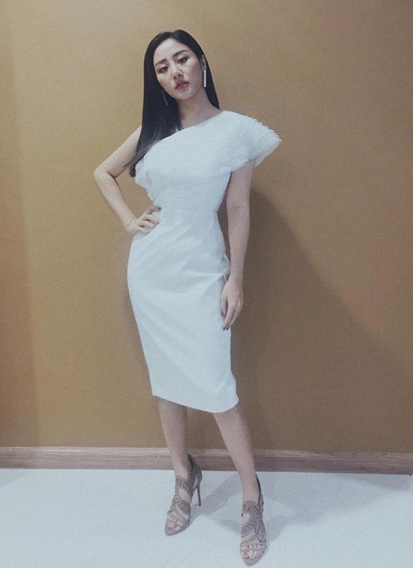Văn Mai Hương được mời biểu diễn trong buổi giao lưu với Tiến Dũng, Quang Hải.