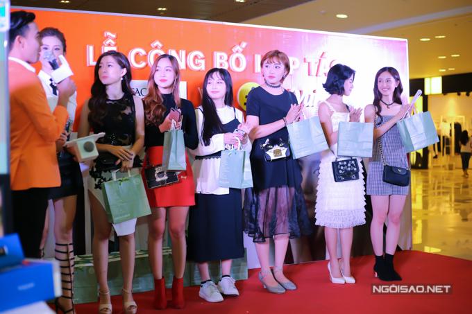 Tối 23/3, Jun Vũ và dàn diễn viên trẻ đã cùng góp mặt trong sự kiện giới thiệu về một trang thương mại điện tử mới được thành lập, đối tượng phục vụ là giới trẻ yêu thời trang, mỹ phẩm.