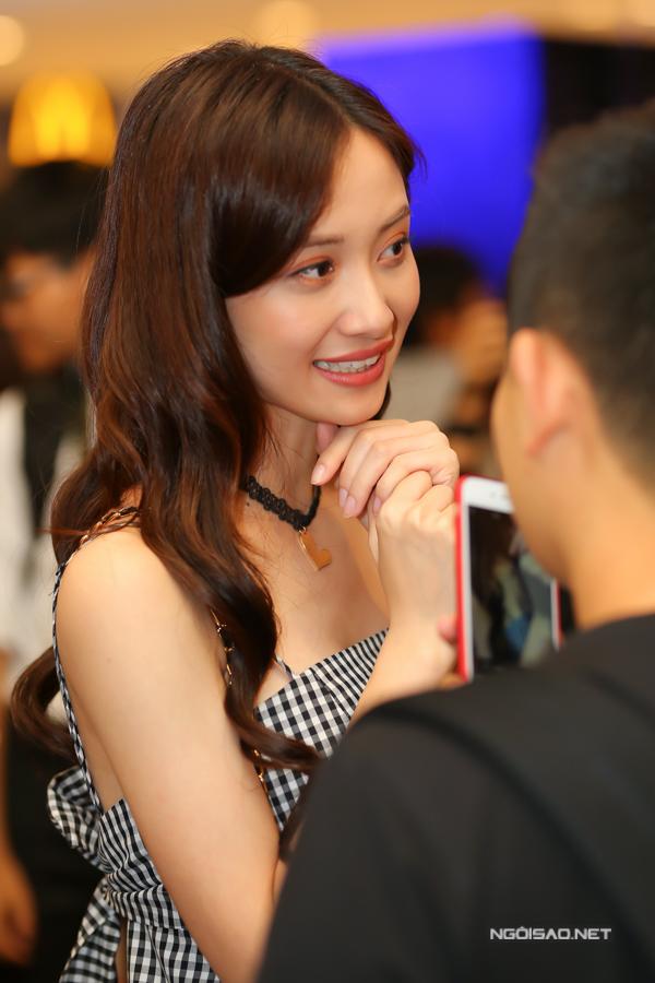 Jun Vũ cho biết, thành công của bộ phim đang thu hút sự quan tâm của khán giả trong nước đã giúp cô có thêm nhiều cơ hội góp mặt trong các sự kiện văn hoá giải trí, quảng bá sản phẩm và làm người mẫu ảnh cho các thương hiệu thời trang trong nước.